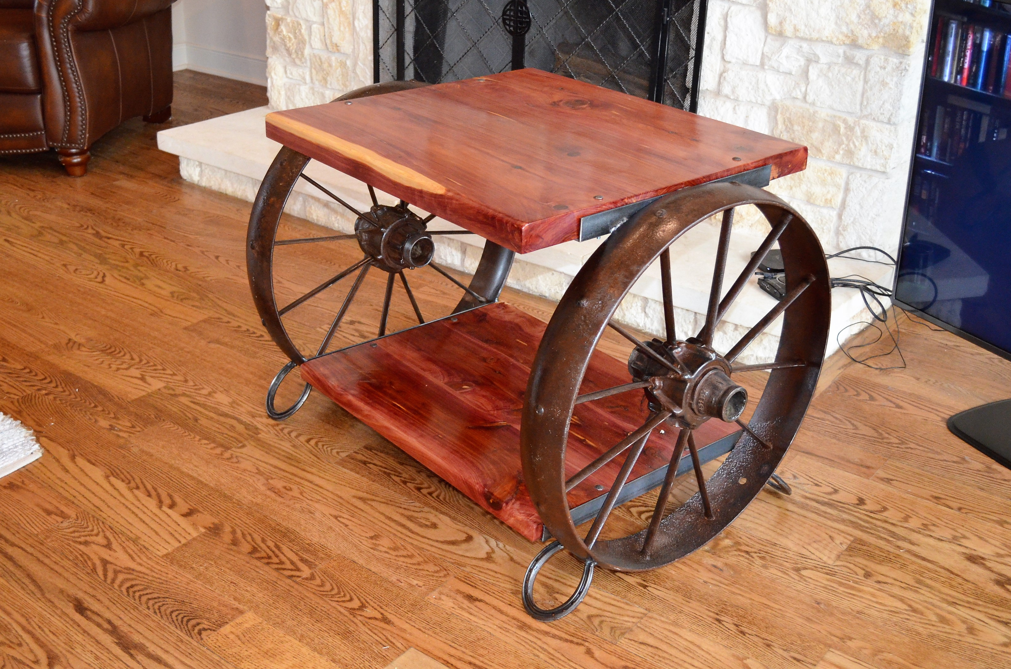 Ordinaire Cedar And Wagon Wheel Table